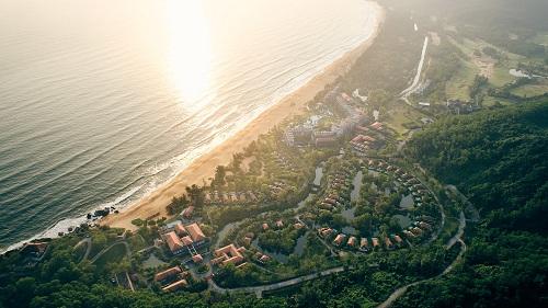 Resort bên bơ vịnh Lăng Cô nổi bật với vị thế ỷ sơn, hướng hải độc đáo.