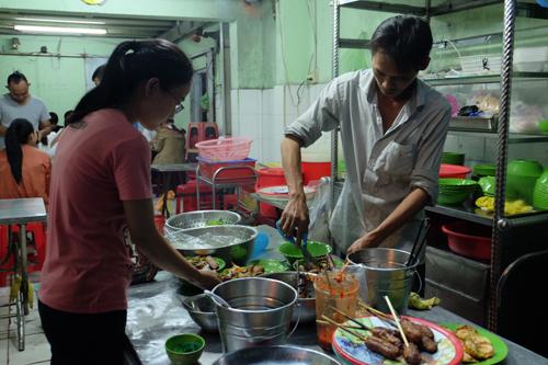 Quán bún thịt nướng cô Ba chuẩn vị Sài Gòn - ảnh 1