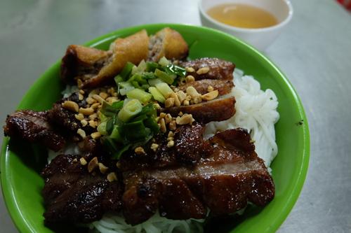 Quán bún thịt nướng cô Ba chuẩn vị Sài Gòn - ảnh 3