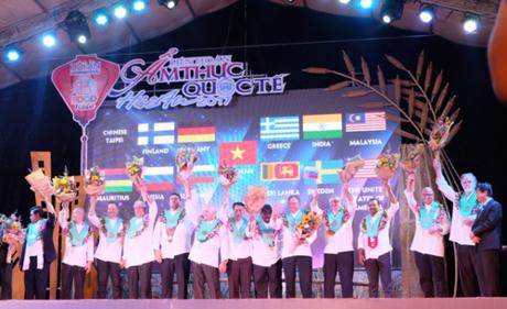 Hội An  Thủ phủ ẩm thực của Việt Nam do đích thân ông Thomas Andeas Gugler (Chủ tịch Hiệp hội đầu bếp thế giới) trao tặng