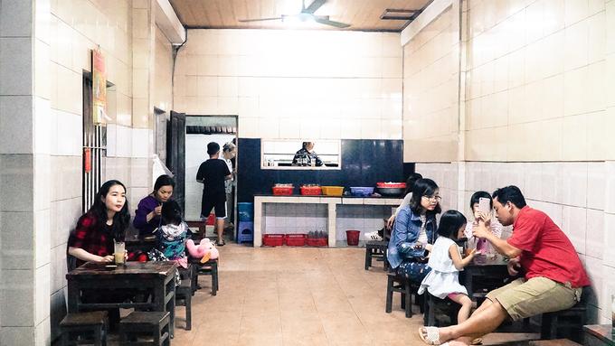 Quán 'chè dân đen' lâu năm nhất ở Huế