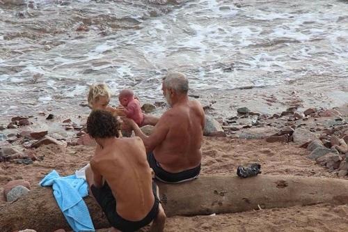 Nhắc tới Ai Cập, nhiều du khách sẽ nghĩ ngay tới Kim tự tháp, Loxur, mà ít người biết tới thiên đường biển Sharm el Sheikh, nằm ở phía nam bán đảo Sinai thuộc Biển Đỏ. Nơi đây chứa nhiều sinh vật biển độc đáo, làn nước trong suốt, ấm áp suốt cả năm. Các bà mẹ Nga thường tới Dahab, phía đông bắc thị trấn nghỉ mát nổi tiếng Sharm el-Sheikh, để sinh con dướibiển.