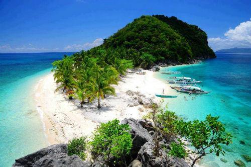 Bãi biển của Isla de Gigantes, Carles,PhilippinesIsla de Gigantes là một chuỗi đảo nằm trong quần đảo lớn Western Visayas ở Philippines. Cơ sở vật chất ở mức cơ bản và tiện nghi hạn chế, do vậy du lịch chưa quá phát triển. Đồng nghĩa, những bãi biển ở đây không bị ảnh hưởng và còn hoang sơ. Ảnh:Trip the Islands.