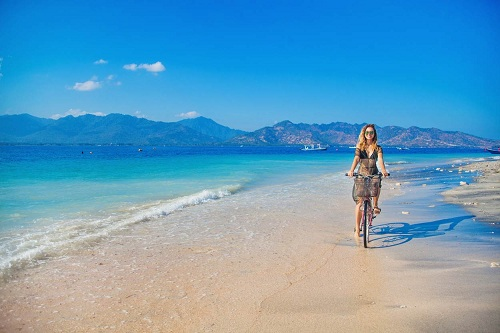 Đông Nam Á sở hữu những bãi biển đẹp của thế giới với cát vàng, nước biểu trong xanh. Khôngngạc nhiên khi nơi đây thu hút lượng khách đông đảo từ khắp thế giới.Nhưng cái giá người dân sinh sống tại những bãi biển đẹplà tình trạngquá tải du khách và ô nhiễmmôi trường.Independent mới đâylập danh sách10 bãi biển còn nguyên sơ dành cho những du khách tìm kiếm những điểm đếnthân thiện với môi trường của Đông Nam Á. Ảnh:Flickr.
