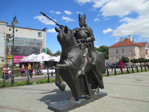 Tượng vuaKazimierz tại thị trấn Malbork, Ba Lan. Ảnh: Ancient.