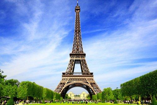 Màu sắc hiện tại của tháp Eiffel. Ảnh: Huffington Post.