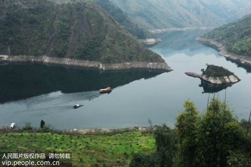 Vào mùa xuân, nơi này sẽ trở nên nổi tiếng, chúng tôi thường nói với nhau rằng con rùa đang tới, Meng Liu, một người dân địa phương cho biết.
