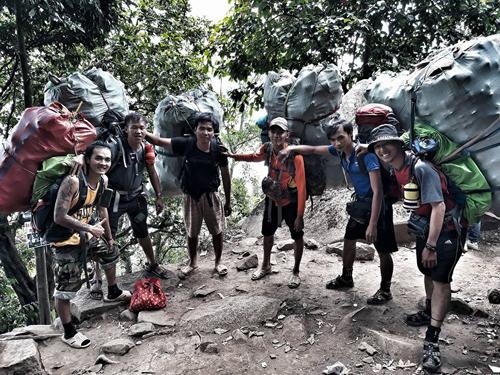 Chuyến leo núi, nhặt rác cuối tuần vừa qua của nhóm Chiến. Ảnh: NVCC.