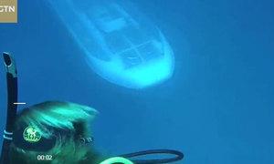 Du khách đang lặn ở Hawaii gặp ngay tàu ngầm