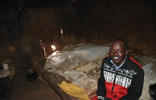Nơi người dân sống theo lối cổ, 10 người ngủ chung một giường