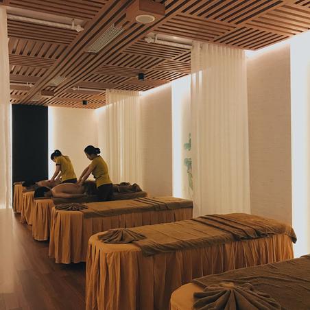 Ngoài ra, nếumuốn sử dụng thêm các dịch vụ như massage body, chân hay massage mặt, bạn sẽ phải trả thêm phí. Nhưng khoản này cũng rất phải chăng khi cócác gói combo thêm nhiều ưu đãi cho khách hàng.