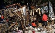 Xe bus hai tầng đâm xe tải ở Thái Lan, 19 người chết