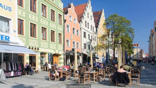 Nhiều du khách đã bị thu hút bởi vẻ đẹp yên bình nhưng quyến rũ ởIngolstadt. Ảnh: BBC.