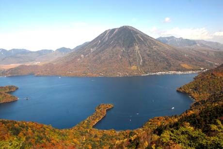 Hồ Chuzenji (Chūzenjiko) là một hồ nước đẹp trên núi phía trên thị trấn Nikko.  Nằm ở chân núi Nantai, núi lửa thiêng liêng của Nikko, vụ phun trào đã chặn  thung lũng bên dưới, tạo ra hồ Chuzenji khoảng 20.000 năm trước.