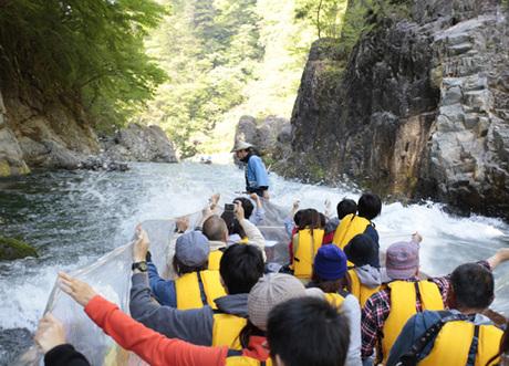Kinugawa river - Gumma - Với những dòng chảy vô cùng khúc khủy và dốc, nơi đây thích hợp cho du khách tham dự các trò chơi mạo hiểm và thử thách sự gan dạ của mình