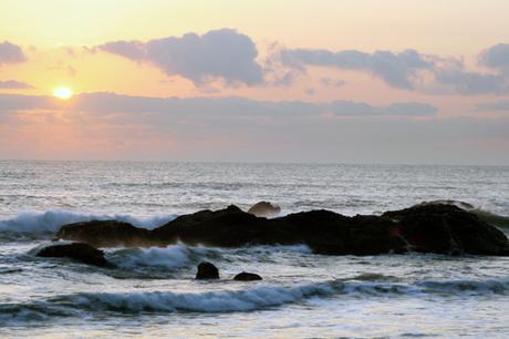 Oarai Sun Beach là bãi biển lớn nhất trong khu vực Kanto và là một trong những khu nghỉ mát phổ biến nhất tại đây. Nhìn xa nó trông như một bãi sa mạc ngay bên bờ biển. Với hình thế kéo dài về phía nam từ cảng đánh cá Oarai xuống hướng bờ biển ở rìa thị trấn, nó bao phủ một diện tích khá lớn của vịnh biển. Hàng năm vào mùa hè khoảng tháng 7, bãi biển đón tiếp hàng chục ngàn du khách đến đây.