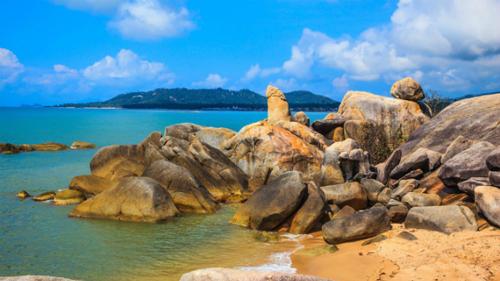 Hòn đá hình dương vật thiêng liêng của người Thái. Ảnh: Ithaka Travel.