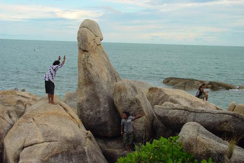 Người Thái tin rằng Hin Ta tượng trưng cho người cha. Ảnh: Megalithic.