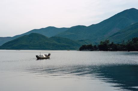 Nétnguyên sơ của 10km biển Lăng Cô quyến rũ khách du lịch trong và ngoài nước.