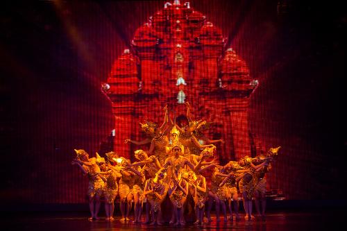 Múa Chăm-đặc trưng Nha Trang gắn với văn hóa, kiến trúc Chăm là nét đẹp tín ngưỡng, văn hóa của người dân tộc Chăm ở Nha Trang.