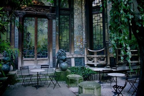 La Pagode là một trong những rạp chiếu phim tư nhân tuyệt vời nhất trong lịch sử củaParis, với khu vườn, các bức tường bằng lụa, và phong cách kiến trúcNhật Bản từthế kỷ 19. Ảnh:Tumblr.
