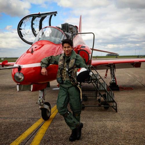 Tháng 7/2016, hoàng tử nhận được bằng thạc sĩ Ngoại giao Quốc tế, Đại học SOAS, London. Abdul Mateen cũng hoàn thành khóa học tại Học viện Quân sự hoàng gia Sandhurst của Anh. Hiện tại, chàng đang là trung úy trong quân đội Brunei.