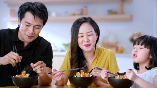 Mì ăn liền vị chua cay thường được khách hàng lựa chọn vì dễ ăn.