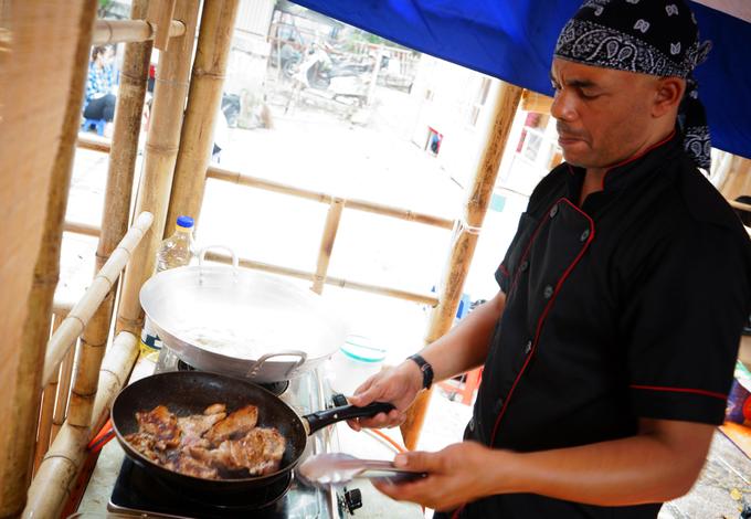 Hàng trăm món ngon trong hội chợ ở Hà Nội