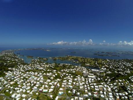 Quần đảo Bermuda được bao phủ bởi những mái nhà màu trắng. Ảnh: Flickr.
