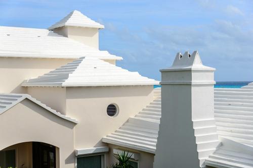 Những mái nhà có rãnh như bậc thang làm giảm tộc độ chảy của nước, dẫn nước xuống các bể chứa ngầm. Ảnh: Flickr.