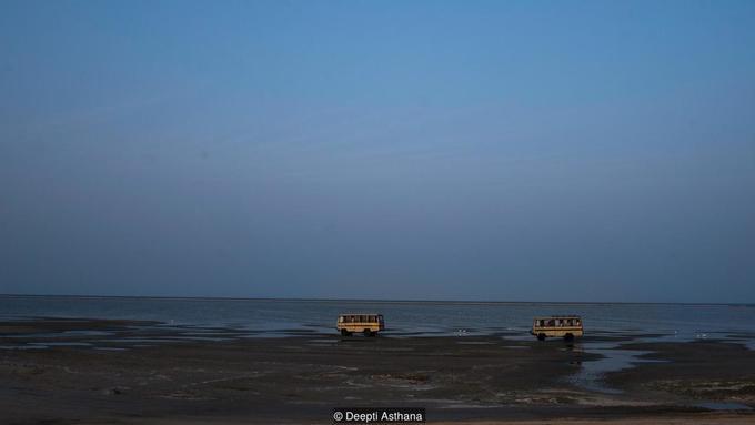 Thị trấn kẹt giữa hai vùng biển ở Ấn Độ