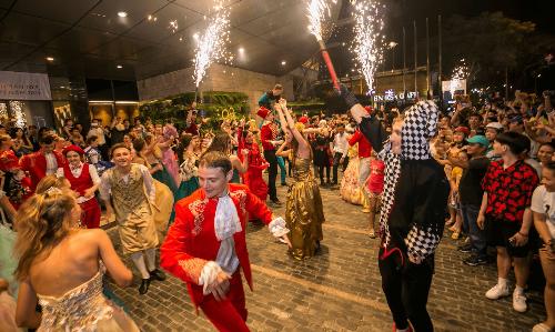 Các hoạt động bên lề lễ hội.