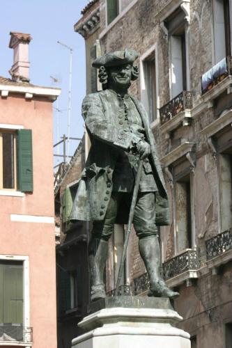 Carlo Goldoni, nhà biên kịch nổi tiếng sinh ra ở Venice vào thế kỷ 18.