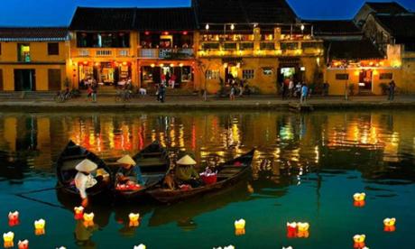 Hoa đăng lung linh trên sông Hoài.