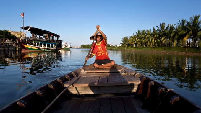 """<p> <strong>Sông Thu Bồn</strong><br /><br /> Việt Nam là một trong những nước có phong cảnh """"ăn ảnh"""" ở châu Á, theo<em>CNN Travel. </em>Danh sách điểm đến đẹp nhất tại đây không thể thiếu sông Thu Bồn ở miền Trung. Sông bắt nguồn từ núi Ngọc Linh (Kon Tum) rồi chảy qua phố cổ Hội An (Quảng Nam) ra biển Cửa Đại. Ảnh: <em>Dael De La Rey.</em></p>"""