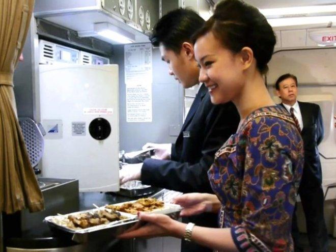 Nơi làm 50.000 suất ăn hàng không mỗi ngày của Singapore