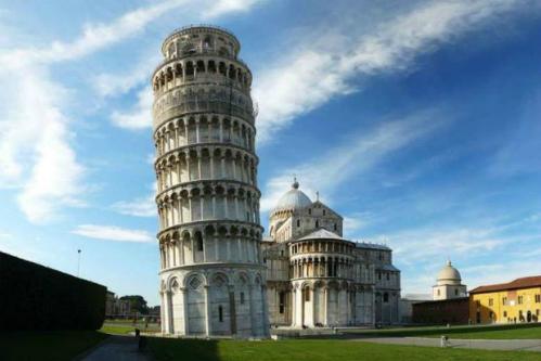 Du khách đột tử khi leo tháp nghiêng ở Italy