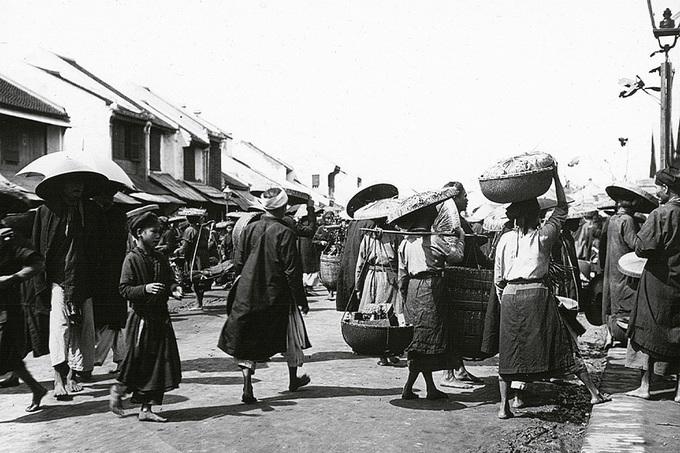 Hơn 100 năm tồn tại của chợ Đồng Xuân