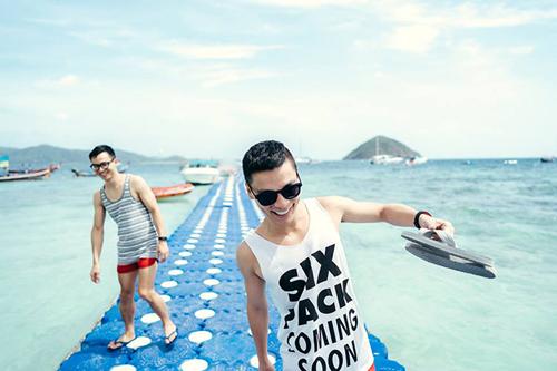Banana beach có cầu cảng rất dễ thương, hơi dập dềnh nhưng đi quen rồi là thích mê liền.