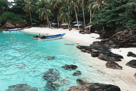 Móng Tay là một trong những hòn đảo còn hoang sơ, cách huyện đảo Phú Quốc khoảng 14 km. Ảnh: Tý Nguyễn.