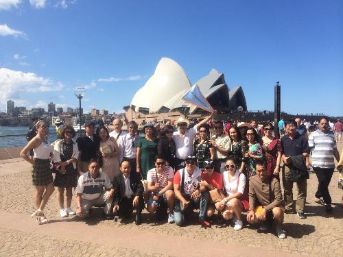 Đoàn Australia.