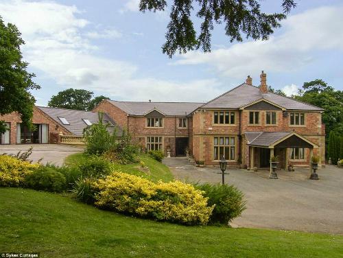 Tuy nhiên, ít du khách biết rằng ngôi nhà tuyệt đẹp ở St Asaph, Anh này lại có một lịch sử đầy biến cố.