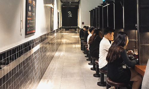 Quán mì thích hợp cho những người cô đơn, hay đi ăn một mình. Ảnh: Sohyeon.