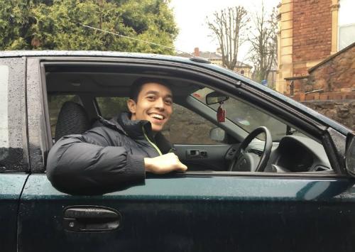 Chàng trai mua ôtô lái xuyên thành phố vẫn rẻ hơn vé tàu ở Anh - ảnh 2