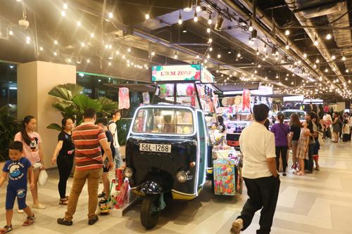 Quầy bán hàng trên xe lam độc đáo ở Sài Gòn - ảnh 1