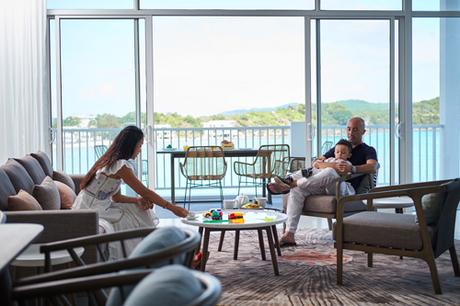 Nội thất biệt thự nghỉ dưỡng Premier Village Phu Quoc Resort dù lựa chọn tông màu tối giản và chất liệu tự nhiên song đều toát lên vẻ sang trọng. Tất cả đồ đạc, vật dụng tới những chi tiết trang trí đều được nhập khẩu từ các thương hiệu danh tiếng hàng đầu thế giới.