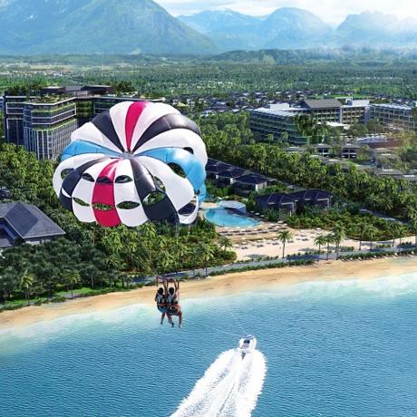 Hầu như mọi nhu cầu của du khách sẽ được Novotel Phu Quoc Resort đáp ứng tối đa với hệ thống dịch vụ tiêu chuẩn 5 sao được phân bố rất hợp lý trong tổng thể dự án, bao gồm: 2 nhà hàng và 3 quán bar đáp ứng mọi nhu cầu ẩm thực từ những món ăn đặc sản địa phương tới những thực đơn quốc tế đa dạng, các món uống được pha chế khéo léo và phục vụ đẹp mắt. Khu nghỉ dưỡng còn có nhiều tiện ích đẳng cấp như phòng gym hiện đại, 2 sân tennis, 2 hồ bơi lớn (mỗi hồ rộng 500m2), hồ bơi dành cho trẻ em, câu lạc bộ vui chơi...Du khách có thể sử dụng dịch vụ cano câu cá, thăm đảo, lặn ngắm san hô hoặc chơi các trò chơi trên biển