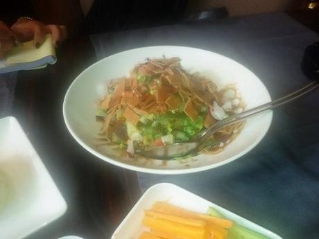Gần đây nhất, Thomas đăng tải những bức ảnh về bữa ăn tại nhà Jazeel trên phố Jalaa, Damascus vào ngày 2/4. Ảnh:Thomas Webber.