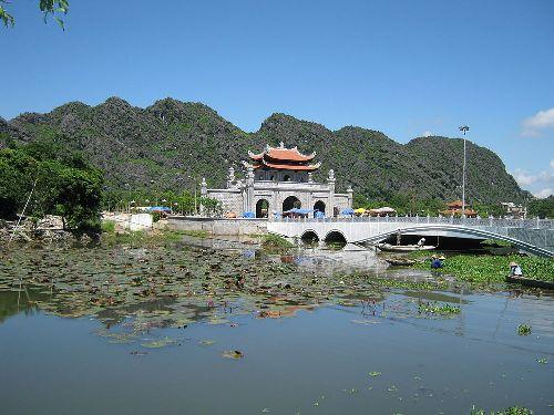 Ninh Bình bắn pháo hoa kỷ niệm 1050 năm nhà nước Đại Cồ Việt - ảnh 1
