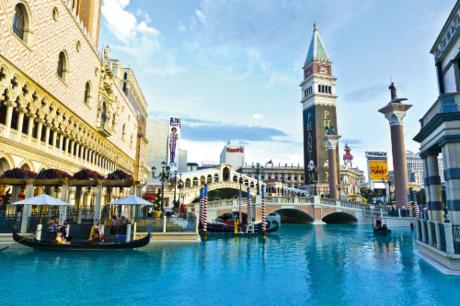 Du khách được tặng 2 đêm trải nghiệm tại khách sạn Venetian 5 sao sao.